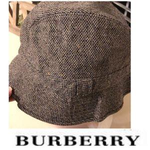 Burberry 100 % wool hat